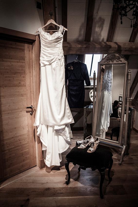 Red house barns wedding  photographer